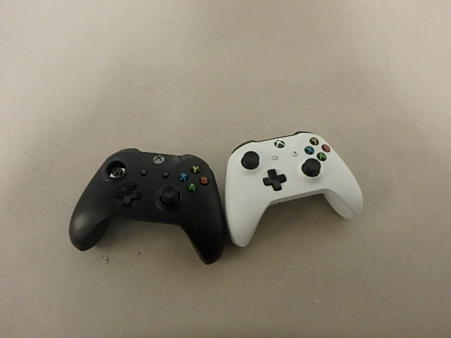Xbox One Controllers without Back Covers - Salvage