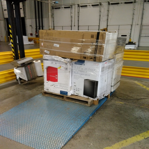 Compact Refrigerators and Ice Makers - RETURNS